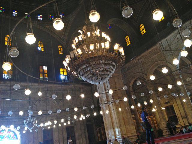 O imponente lustre da Mesquita