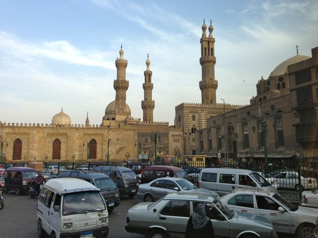 A mesquita ao lado do mercado Khan El Khalili