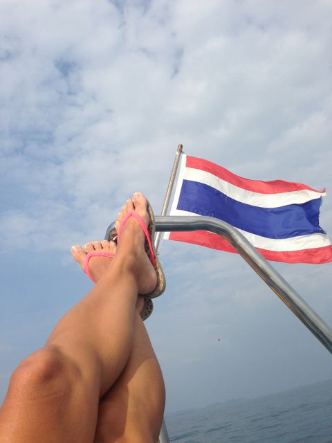 phiphi-ferry-thai-flag