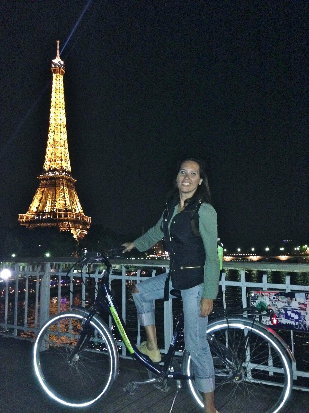 Passeio de bike por Paris á noite
