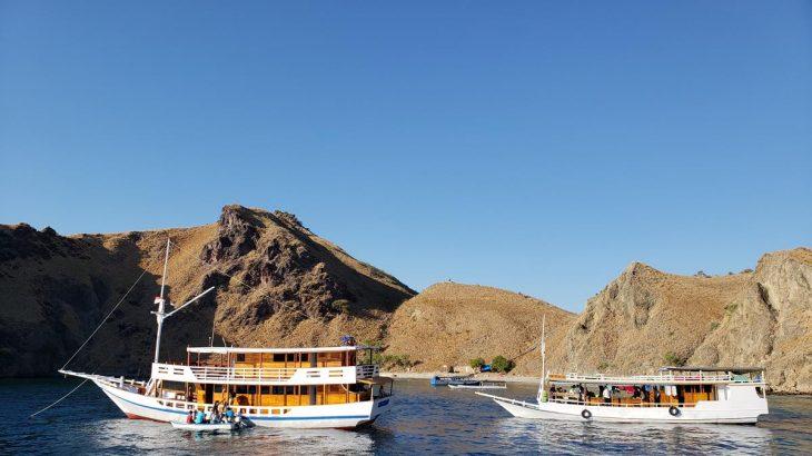 Passeio de barco em Komodo
