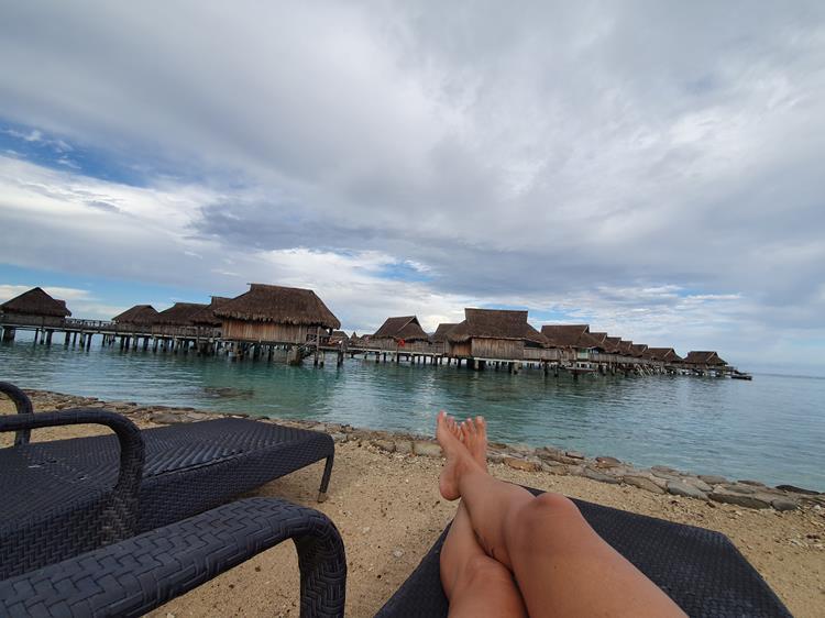 praia em moorea polinesia francesa